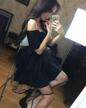 Simple Black Tulle Off the Shoulder Homecoming Dress with Short Sleeves HD3369