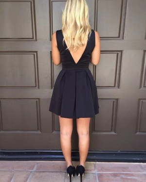 Black Pleated Simple V-neck Satin Short Homecoming Dress HD3542