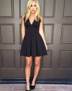 Black Pleated Simple V-neck Satin Short Homecoming Dress HD3542