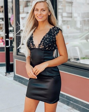 Black Lace Applique V-neck Satin Bodycon Homecoming Dress HD3553